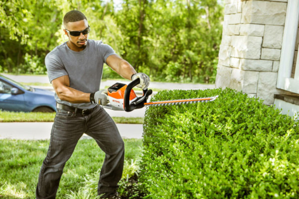 STIHL-BATTERY-HEDGE-TRIM-2019.JPG