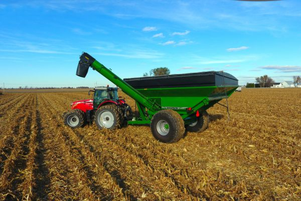 CroppedImage600400-60-series-Corner-Auger-Grain-Carts-1060-model.jpg