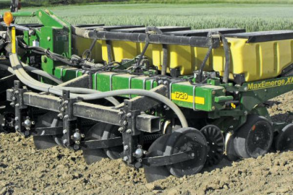 CroppedImage600400-Yetter-4000-Nutrient-Pro-Coulter.jpg